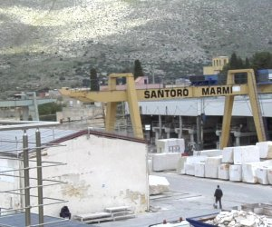 https://www.tp24.it/immagini_articoli/04-03-2019/1551717049-0-pietra-splendente-custonaci-viaggio-santoro-marmi.jpg