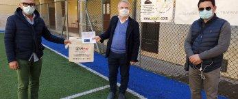 https://www.tp24.it/immagini_articoli/04-04-2021/1617526108-0-carte-per-comprare-generi-alimentari-donate-dai-giovani-dei-salesiani-di-trapani.jpg