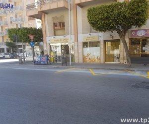 https://www.tp24.it/immagini_articoli/04-05-2017/1493907126-0-proteste-per-le-nuove-aree-di-sosta-dei-bus-in-via-mazzini-a-marsala.jpg