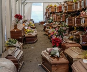 https://www.tp24.it/immagini_articoli/04-05-2021/1620100525-0-centinaia-di-bare-insepolte-la-storia-del-cimitero-dei-rotoli-a-palermo.jpg