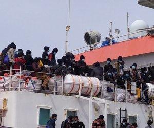 https://www.tp24.it/immagini_articoli/04-05-2021/1620119765-0-trapani-sbarcati-al-molo-ronciglio-456-migranti.jpg