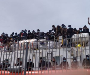 https://www.tp24.it/immagini_articoli/04-05-2021/1620122487-0-lo-sbarco-di-migranti-a-trapani-il-sindaco-tranchida-ecco-dove-andranno.jpg
