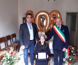 https://www.tp24.it/immagini_articoli/04-05-2021/1620124674-0-paceco-auguri-a-nonna-maria-compie-108-anni.jpg
