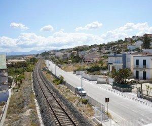 https://www.tp24.it/immagini_articoli/04-07-2020/1593847554-0-pulizia-straordinaria-ad-alcamo-marina-si-rifanno-le-strisce-blu-in-citta.jpg