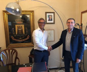 https://www.tp24.it/immagini_articoli/04-08-2018/1533361141-0-leuroparlamentare-cicu-fatto-visita-sindaco-castellammare-golfo.jpg