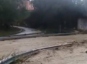 https://www.tp24.it/immagini_articoli/04-11-2018/1541322760-0-maltempo-sicilia-occidentale-ginocchio.jpg