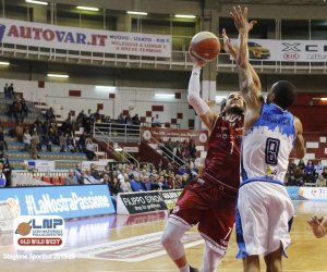 https://www.tp24.it/immagini_articoli/04-11-2019/1572832478-0-basket-pallacanestro-trapani-fermata-casa-gevi-napoli.jpg
