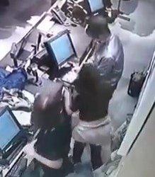 https://www.tp24.it/immagini_articoli/04-11-2019/1572864442-0-mazara-rapina-negozio-centro-furto-ripreso-dalle-telecamere.jpg