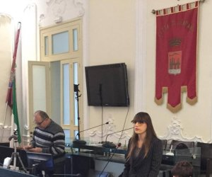 https://www.tp24.it/immagini_articoli/04-11-2019/1572902818-0-trapani-consiglio-comunale-veleni-lipari-querelato-marzia-patti.jpg