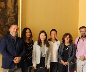 https://www.tp24.it/immagini_articoli/04-12-2018/1543926221-0-delegazione-marsalese-cina-gemellaggio-citta-jian.jpg