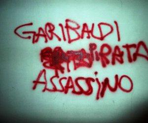 https://www.tp24.it/immagini_articoli/04-12-2018/1543944937-0-alcuni-mesi-scritta-garibaldi-assassino-muro-scuola-marsala.jpg