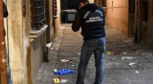 https://www.tp24.it/immagini_articoli/04-12-2019/1575490893-0-bimbo-precipita-balcone-muore.jpg