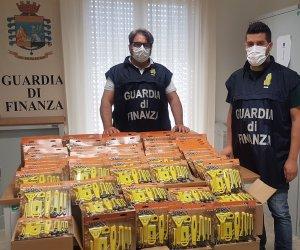 https://www.tp24.it/immagini_articoli/05-06-2020/1591349086-0-sicilia-la-guardia-di-finanza-sequestra-piu-nbsp-diecimila-taglierini-nbsp-da-ufficio-nbsp.jpg