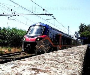 https://www.tp24.it/immagini_articoli/05-07-2020/1593904415-0-treni-il-comitato-pendolari-a-che-cosa-servono-quelli-veloci-in-sicilia.jpg
