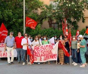 https://www.tp24.it/immagini_articoli/05-07-2020/1593964651-0-assistenza-agli-alunni-disabili-protestano-i-lavoratori-in-sicilia-a-rischio-2000-posti.jpg