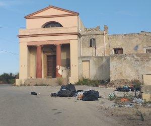 https://www.tp24.it/immagini_articoli/05-07-2021/1625510429-0-neanche-le-chiese-hanno-pace-a-marsala-i-rifiuti-a-san-michele-rifugio.jpg