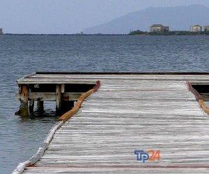 https://www.tp24.it/immagini_articoli/05-08-2020/1596597612-0-pontili-dello-stagnone-i-soldi-della-regione-non-sono-ancora-disponibili-e-ci-scappa-la-nbsp-polemica.png