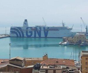 https://www.tp24.it/immagini_articoli/05-08-2020/1596613375-0-migranti-la-nave-quarantena-fa-rotta-verso-trapani-nbsp.jpg