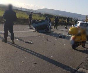https://www.tp24.it/immagini_articoli/05-11-2019/1572947623-0-sicilia-gravissimo-incidente-capovolge-smart-vittima-bambino-grave.jpg