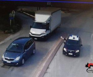 https://www.tp24.it/immagini_articoli/05-11-2019/1572953215-0-castellammare-film-ruba-furgone-schianta-carabinieri.jpg