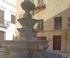 https://www.tp24.it/immagini_articoli/05-11-2019/1572965048-0-marsala-fontana-barocca-piazza-purgatorio-senza-acqua-abbandonata.jpg
