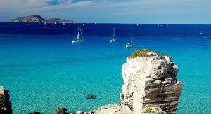 https://www.tp24.it/immagini_articoli/06-03-2014/1394097127-0-skyscanner-la-spiaggia-piu-bella-ditalia-e-cala-rossa-a-favignana.jpg