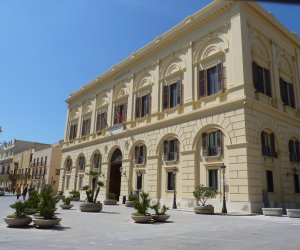 https://www.tp24.it/immagini_articoli/06-07-2018/1530832002-0-trapani-giunta-presenta-progetti-scuole-punta-turismo-esperenziale.jpg