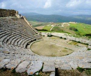 https://www.tp24.it/immagini_articoli/06-07-2018/1530856167-0-risiamo-chiude-festivi-parco-archeologico-segesta.jpg