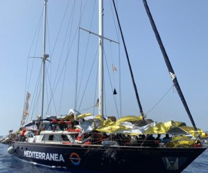 https://www.tp24.it/immagini_articoli/06-07-2019/1562391364-0-nave-alex-ancora-ferma-davanti-lampedusa-salvato-persone-mare.jpg