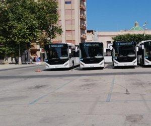 https://www.tp24.it/immagini_articoli/06-07-2020/1594032048-0-marsala-nbsp-in-parata-in-nbsp-piazza-del-popolo-i-nuovi-undici-autobus-euro-6.jpg