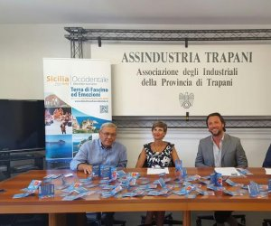 https://www.tp24.it/immagini_articoli/06-08-2016/1470438433-0-turismo-presentata-la-guest-card-valida-per-castellammare-custonaci-egadi-e-marsala.jpg