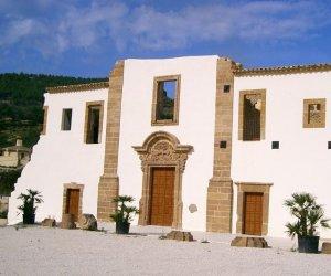 https://www.tp24.it/immagini_articoli/06-08-2019/1565059624-0-sicilia-recessione-spopolamento-mancanza-servizi-essenziali-paesi-fantasma.jpg