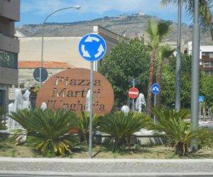 https://www.tp24.it/immagini_articoli/06-09-2019/1567752367-0-trapani-lunedi-chiusa-lavori-piazza-martiri-dungheria.jpg