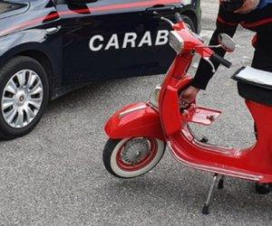 https://www.tp24.it/immagini_articoli/06-10-2019/1570340245-0-vespa-rubata-ragazzo-ritrovata-carabinieri-dopo-anni.jpg
