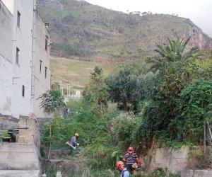 https://www.tp24.it/immagini_articoli/06-10-2019/1570367353-0-castellammare-ripulito-canale-scolo-acque-piovane-fino-zona-timpa.jpg