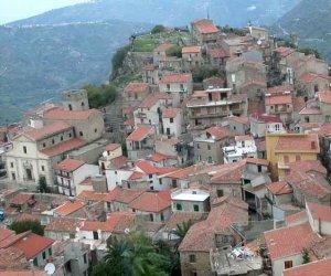 https://www.tp24.it/immagini_articoli/06-11-2015/1446798179-0-land-food-a-galati-mamertino-il-festival-del-giornalismo-enogastronomico.jpg