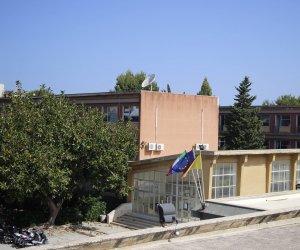 https://www.tp24.it/immagini_articoli/06-11-2018/1541483826-0-trapani-vandali-scuola-biagio-amico-palestra-devastata.jpg