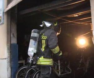 https://www.tp24.it/immagini_articoli/06-11-2018/1541491346-0-palermo-incendio-deposito-moto-bici-mazara.jpg