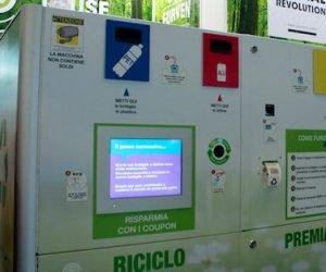 https://www.tp24.it/immagini_articoli/06-11-2019/1573026321-0-erice-compattatore-piazza-riciclare-plastica-alluminio.jpg