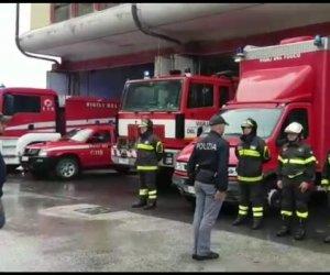 https://www.tp24.it/immagini_articoli/06-11-2019/1573043386-0-trapani-lomaggio-vigili-fuoco-colleghi-morti-servizio.jpg