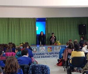 https://www.tp24.it/immagini_articoli/06-12-2018/1544082181-0-castelvetrano-concorso-miglior-lettore-luana-rondinelli-incontra-alunni-delic.jpg