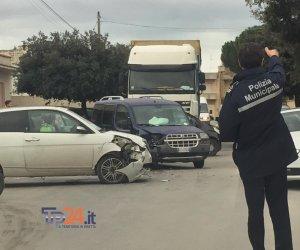 https://www.tp24.it/immagini_articoli/06-12-2018/1544113637-0-marsala-incidente-utilitarie-santo-padre-perriere.jpg