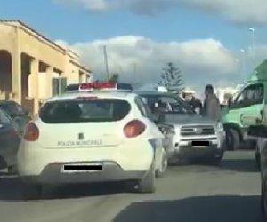 https://www.tp24.it/immagini_articoli/07-02-2019/1549553880-0-marsala-incidente-salemi-scontro-unauto-pattuglia-vigili-urbani.jpg