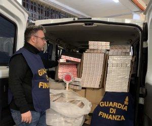 https://www.tp24.it/immagini_articoli/07-02-2020/1581061265-0-sicilia-fermato-autostrada-13400-pacchetti-sigarette-contrabbando.jpg