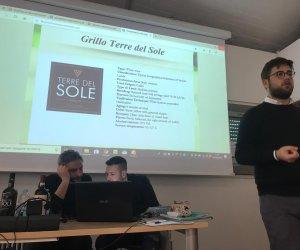 https://www.tp24.it/immagini_articoli/07-03-2019/1551950112-0-petrosino-lesperienza-terre-sole-zerilli-seminario-alluniversita-pisa.jpg