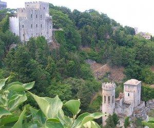 https://www.tp24.it/immagini_articoli/07-03-2021/1615155221-0-un-giardino-e-la-shoa-l-ape-del-balio-di-erice.jpg