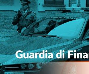 https://www.tp24.it/immagini_articoli/07-04-2020/1586269750-0-trapani-guardia-finanza-sequestra-mascherine-dona-allasp.jpg