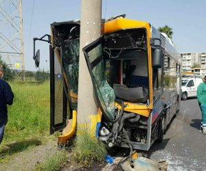 https://www.tp24.it/immagini_articoli/07-05-2021/1620389517-0-sicilia-bus-contro-un-palo-un-ferito-grave-nbsp.jpg
