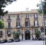 https://www.tp24.it/immagini_articoli/07-07-2018/1530995512-0-sicilia-manca-relazione-niente-premi-14mila-impiegati-regione.jpg