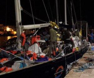https://www.tp24.it/immagini_articoli/07-07-2019/1562483861-0-sicilia-sbarcate-persone-soccorse-mediterranea-eroe-comandante-stella.jpg